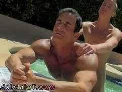 Free movieture galleries of naked sexy men who like to swim Daddy