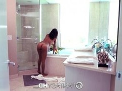 FantasyHD Jade Jantzen gives blow job in bubble bath