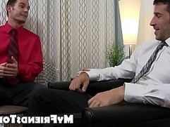 Beefy gentleman Leo Giamani masturbates during toe licking